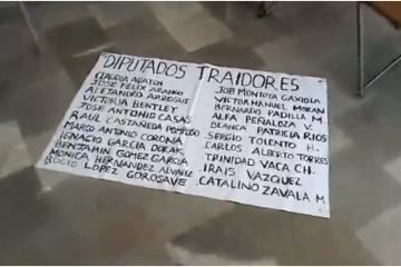 Ciudadanos inconformes toman el Congreso del Estado de Baja California