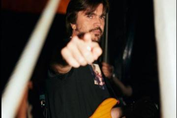 Juanes rockea al ritmo de Metallica y la banda le aplaude