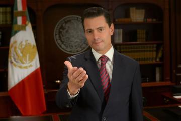 Peña Nieto ahora es fotógrafo de moda