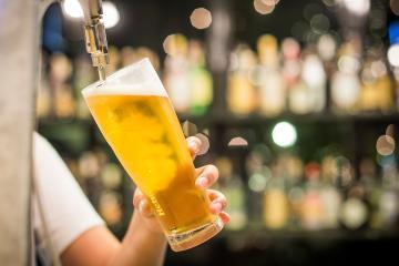 """Mexicanos gastan más en cerveza que en """"sodas"""""""