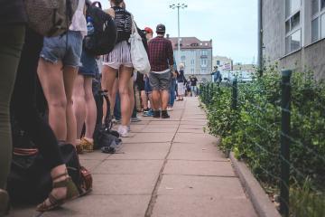 Millennials quieren acabar con las líneas de espera