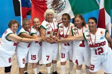 Abuelitas mexicanas ganan mundial de maxibaloncesto en Finlandia