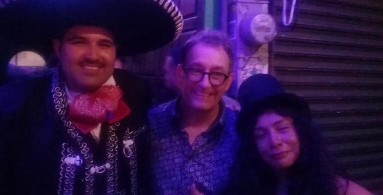 Tom Kenny, quien da vida a Bob Esponja visitó Tijuana el fin de...