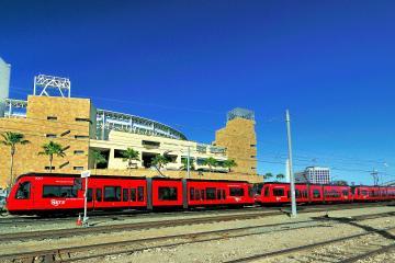¿Es viable que el Trolley de San Diego cruce a Tijuana?