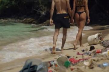 Ver pornografía ayuda a limpiar las playas y océanos