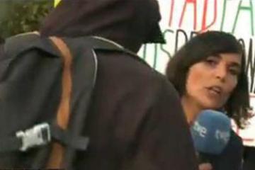 Apedrean a reportera durante manifestación