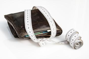 Keeping your wallet in the same pocket might become a serious problem