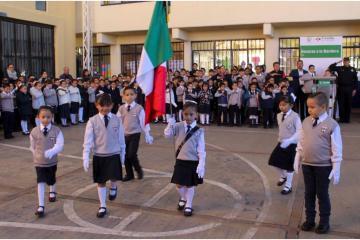 Buscan cambiar la letra del Himno Nacional