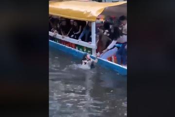 Otra vez, cae de una trajinera de Xochimilco