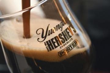 Hersheys lanza su primera cerveza de chocolate