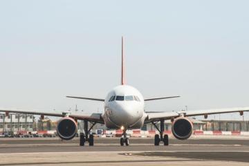 Avión aterrizó de emergencia después de un conflicto entre...