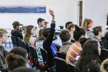 Escuelas de California cambiarán horarios para que los estudiantes...