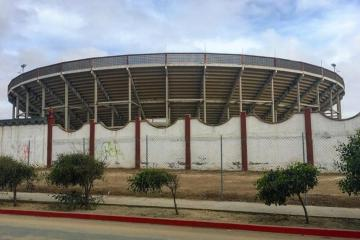 Tras asesinato clausaran Plaza Monumental de Playas de Tijuana