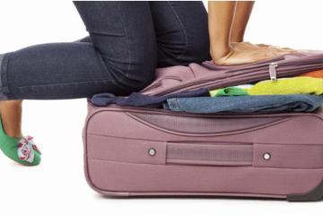 Mujer Filipina se viste con su equipaje para no pagar el exceso