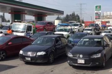 30 autos sufrieron daños por gasolinera que agregó agua a...