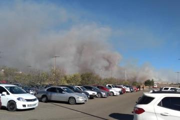 Estudiantes de UABC Valle de las Palmas son evacuados tras incendio