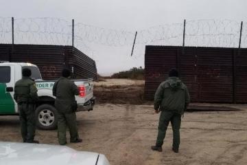 Cortan viejo muro fronterizo para cruzar ilegalmente en carro