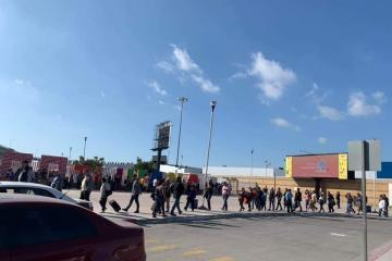 Domingo infernal para cruzar de Tijuana a San Diego