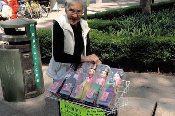 """Las """"Friditas"""" de esta abuelita le hacen la competencia a Barbie"""