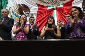 Bajacaliforniana Alexa Moreno recibe Medalla al Mérito Deportivo