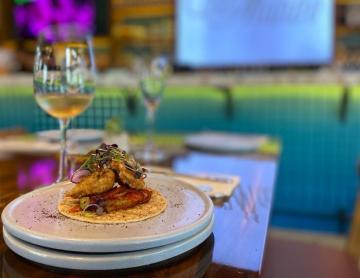 Taco de ostión enchilado en Tijuana es una explosión de sabores