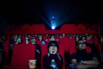 China reabre sus cines al reducir casos de coronavirus