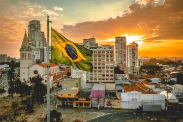"""""""Es una gripecita"""": el presidente de Brasil en campaña..."""