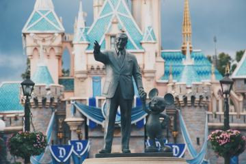 Los ejecutivos de Disney reducirán su salario para hacer frente a...