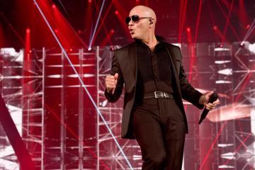 Pitbull envía mensaje inspirador a víctimas de coronavirus en su...