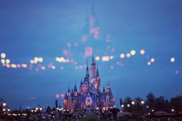 Parque de Disneyland prepara su reapertura para mayo