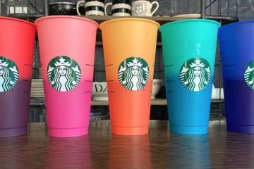 Starbucks lanza vasos que cambian de color
