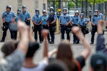 Ola de protestas en E.U. por muerte de afroamericano bajo custodia