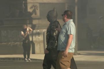 """Viral: """"Batman"""" aparece en las protestas de Filadelfia"""