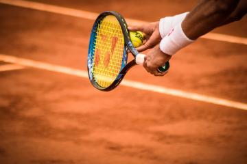 Dos tenistas dan positvo por Covid-19 tras torneo de Djokovic