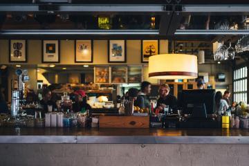 Restaurantes en San Diego restringirán la venta de alcohol en las...