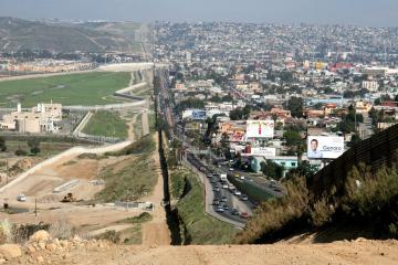 SRE pide evitar cruzar a Baja California para celebrar el 4 de julio