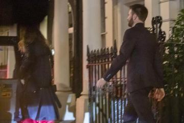 ¿Lilly James y Chris Evans están saliendo en plan romántico?