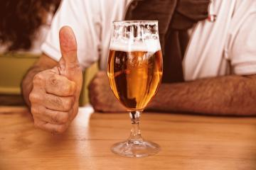 Estudio: Beber medio litro de cerveza ayuda a la memoria
