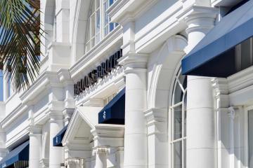 Brooks Brothers, la tienda más antigua de EEUU se declara en...