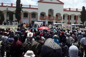 """Protestan en Chiapas contra Bill Gates por """"crear"""" virus del..."""