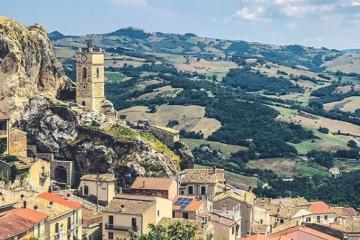 Pueblo en Italia ofrece vacaciones gratis para turistas extranjeros