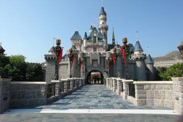 Disneyland vuelve a cerrar sus puertas tras rebrote de coronavirus