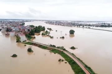 Graves inundaciones en China dejan 140 muertos
