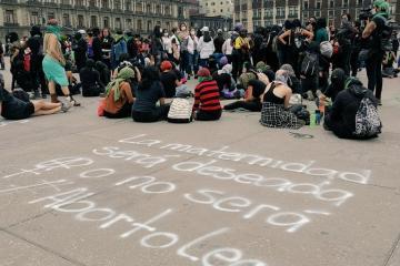 Marchan en CDMX mujeres a favor del aborto legal
