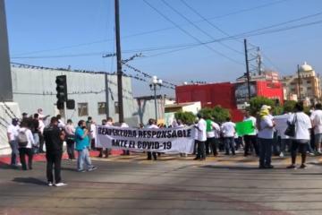 Marchan en Zona Centro para exigir reapertura de bares