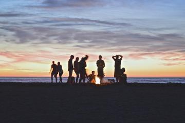 ¿Y el coronavirus? Ciudadanos olvidan cuidarse y visitan playas de...