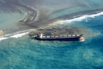 Desastre ambiental. Barco petrolero derrama crudo en islas Mauricio