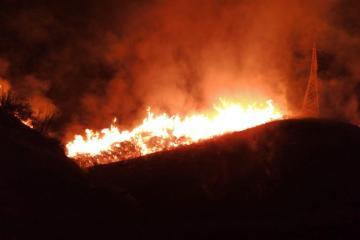 Se registran dos fuertes incendios forestales en Ensenada