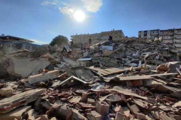 Terremoto de 6.9 grados deja caos en y tsunami Turquía