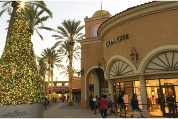 Brands offer up to 70% discount at Plaza Las Americas in San Ysidro